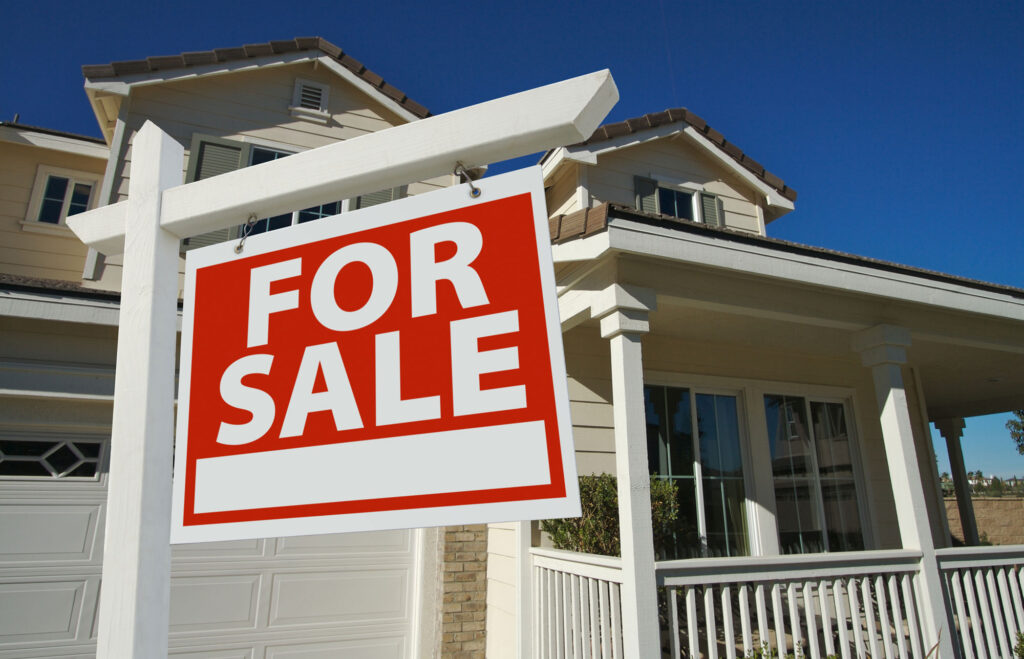 Real Estate Lawyer for Selling or Buying Homes